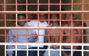 Chavos en celda de castigo_